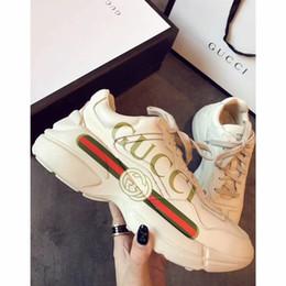 Zapatos ligeros de entrenamiento online-2019 nuevo maratón zapatillas ultraligeras antideslizantes zapatillas de correr transpirables hombres, mujeres, entrenamiento de campo, zapatos deportivos, coco