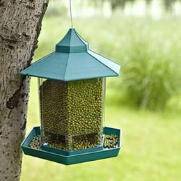 catena di uccelli di plastica Sconti Asypets Green Pavilion Mangiatoia per uccelli Outdoor Hanging Contenitore per alimenti Decorazione da giardino Pet Cage Cup Q190528