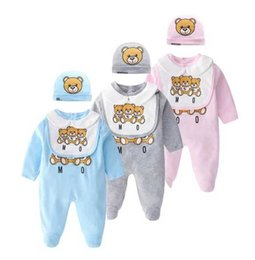 Mono de oso online-Baby Bear Jumpsuits + Hat + Bib 3 PC Set Otoño 2019 Ropa infantil Boutique Infant Toddler Boys Girls Manga larga Body con calcetín