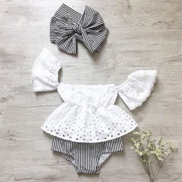 2019 bandeau évidé 3pcs Toddler bébé fille vêtements ensemble dentelle creux à manches courtes Top + Stripe Shorts + bandeau 3pcs tenues ensemble vêtements promotion bandeau évidé