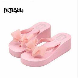 Koreanische high heels rosa online-Sommer Stil Hausschuhe koreanischen Stil Fliege High Foot Flip Flops dicken Boden Skid High Heel Hausschuhe Damen Wedges