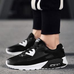 sneakers for cheap 5569b c446b 2018 Nike Air Max 90 Leather modelos de parejas clásicas 90 zapatos  deportivos para hombres zapatos de diseñador negros y blancos deportes de  las mujeres al ...