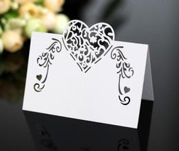 Namen tabellen online-Laser Cut Herzform Tischkarten Hochzeit Namenskarten Für Hochzeit Tischdekoration Hochzeitsdekor