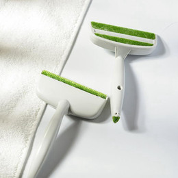 Removedor de polvo de ropa online-Hogar creativo Cepillos para el polvo 2 Head Car Air Outlet Vent Removedor de polvo Ropa Herramientas de limpieza del hogar TTA761