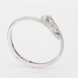 Smaragde armbänder online-Designer Schmuck Luxus Natürlichen Smaragd Hochzeit Schmuck Frau Elastizität Tier Armreif Schlange Zwei Kopf Öffnen Armbänder