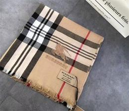 pañuelos bordados de seda Rebajas Los últimos diseñadores superiores bufanda de bordado a cuadros otoño / invierno moda casual chal de lana de seda 180 * 70 cm sin envío