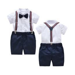 Estilo coreano da forma do verão dos meninos on-line-Verão Coreano Estilo Moda Terno Bebés Meninos Branco Curto-de mangas compridas Bib Estilo Gentleman Suit Set Roupas Para Crianças BoysA