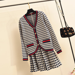 Amolapha Donne 2019 Button Autunno singolo Cardigan Jacket + Mini gonne due collega gli insiemi di pattern Knit Skirt Suit SH190928 da