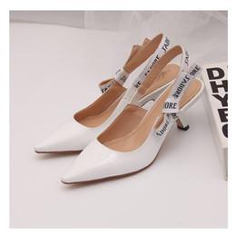 Sandalias de tacones de lazo online-Carta de la venta caliente del nudo del arco del alto talón de los zapatos de las mujeres de pista del dedo del pie señaló zapatos de tacón bajo Gladiaor mujer sandalias de la señora del diseño de marca de malla zapatos planos