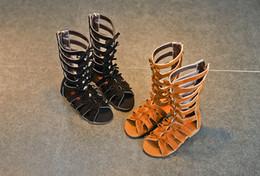 Sandalo delle bambine online-2019 Little girls sandali romani stivali in pelle di vitello estate marrone nero alta moda sandali bambino moda bambino scarpe