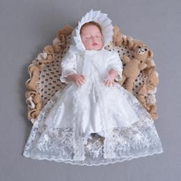 cappelli di battesimo delle ragazze Sconti 3 pezzi Per Set Baby Girl battesimo vestito bianco infantile ragazza abito da battesimo pizzo ricamato cappello del capo 0-24 mesi Y190516