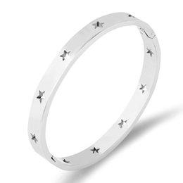 Manschettenarmband edelstahl europäisch online-Mode Titan Edelstahl-Armband Sterne Hohlpentafünfzackigen Stulpe-Armband-Armbänder für Frauen europäische Geschenke