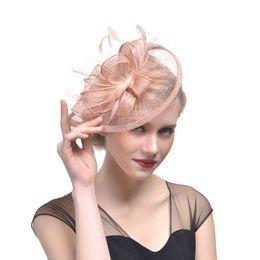 Plumas baratas de la boda online-Sombreros de novia Fascinator de plumas Hecho a mano Pelo Nupcial Jaula Velo Sombrero Sombreros de boda Fascinators Florecillas baratas para el banquete