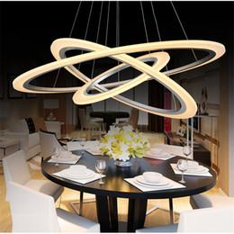 Anillo de luz del comedor online-Moderno Nuevo LED Luces colgantes Anillos de círculo Acrílico Metal LED lámpara de techo accesorios de iluminación para el comedor Sala de estar