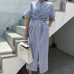 vestidos ajustados de rayas de talla grande Rebajas Mujeres coreanas de verano de algodón azul a rayas vendaje dividir vestido mujer largo bodycon más tamaño vestido robe femme ete sukienki c19041702