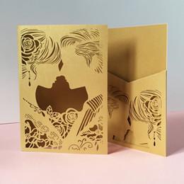 2019 projeto de cartões do casamento do noivo da noiva Oco Laser Cut Cartões de Convite de Casamento Projeto Mel Aplicar Para Os Noivos Cerimônia de Benedite Noivos Casamento Grand Eventos projeto de cartões do casamento do noivo da noiva barato