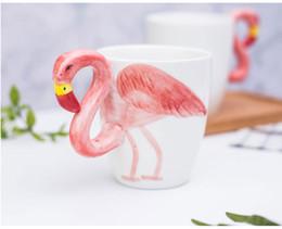 Tazze di caffè in ceramica rosa online-Flamingo Ceramic Cup Cup Pink Fantasy 3D Flamingos Cute Coffee Mug Cup Beer Tazze di cartone animato 3D fenicotteri in ceramica Spedizione gratuita