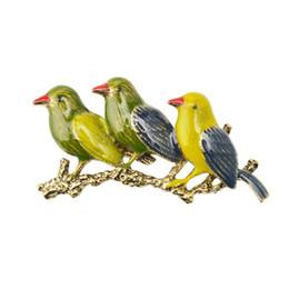 Jeans vestito carino online-Fashion Cute Bird Spille Abiti Camicia Coat Pins Jean Bag Badge Pins Donna Matrimoni Party Banchetto Spilla