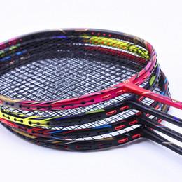 Cordes de raquettes en Ligne-Raquette 4U offensive professionnelle raquettes de badminton carbone T700 avec corde 4 raquette de badminton couleur 24-32 LBS