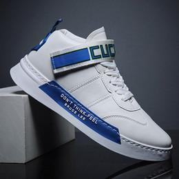 2020 linha de tendência lazer dos homens sapatas da placa pequena sapatos brancos tendência juventude esportes populares on-line de outono vermelhas 2.020 novos homens linha de tendência barato