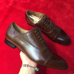 Vestiti di colore marrone scuro online-2019 moda di lusso marrone scuro colore lace up business oxford scarpe con spuntoni rivede gli uomini di scarpe piatte di lusso taglia 39-47