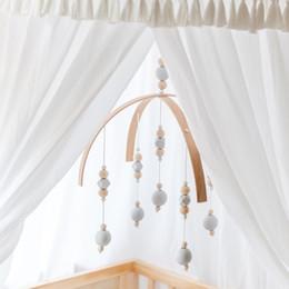 celos de plástico berço Desconto Rattle Móvel Brinquedos contas de madeira Crib Toy para recém-nascidos Wind Chimes Sino Nordic bebê Room Decoration Fotografia Props Q190604