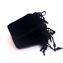 Оптовая продажа 100 шт. / лот упаковка ювелирных изделий сумки мини 5x7cm небольшой шнурок бархат сумка сумки для мода ювелирные изделия серьги ожерелье cheap wholesale small velvet bags от Поставщики оптовые небольшие бархатные сумки