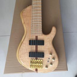 Fábrica de oro de salida online-Nuevo Custom 6 cuerdas Guitarra eléctrica Bajo Flameado Maple Top cuello Thru Body Gold Hardware 24 trastes Pastillas activas Bajo chino Factory Outlet