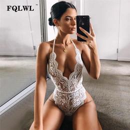 vedere i bodysuits Sconti Halter Bianco trasparente Pizzo Sexy Tuta Sexy donne fasciatura Backless Deep V Neck Hollow Out Vedere attraverso Sexy Body nero