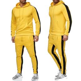 ... Men Sweat Suit Set Gimnasia Culturismo Entrenamiento Ropa Conjunto de  dos piezas Trajes para hombre Sportwear Casual Hombre Chándal rebajas  workout suit 6abe4b0f4669
