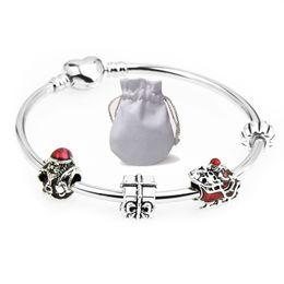 267fd1773d27 Pulseras de amor de acero inoxidable Fit Pandora Yong People Girl Beads  Corchete del corazón de plata Joyería de Santa Claus Regalo de la amistad  Niños P128