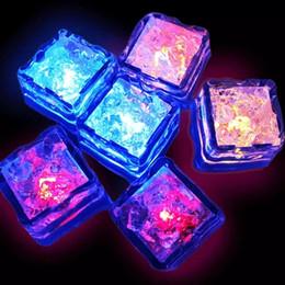 Inducción de la boda Cubos de hielo electrónicos Bloques de hielo resplandecientes coloridos Festival Bar Club nocturno Artículos de moda Spot al por mayor desde fabricantes
