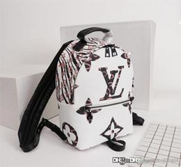 estilos de mochila han Desconto Mochila Moda Unissex Casual Top Quality 21-31-10cm Tamanho do Backpack Mulheres de Nova Backpack Luxury Designer Bag Mulheres