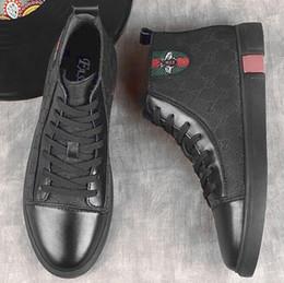 e4dd19d486cbb6 2018 luxus Designer Leder Brogue Herren Wohnungen Schuhe Casual Britischen  Stil Männer Oxfords Mode Marke Kleid Schuhe Für Männer Große Size46G0.26