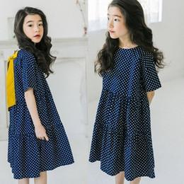 Línea de vestir madre hijo online-Chica joven en ropa casual algodón niñas verano princesa cenicienta vestido azul niño madre hija moda línea de ropa vestidos