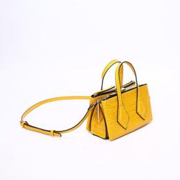 0da890c44 Mini bolsos cuadrados diseñador de lujo bolsa para mujeres 2019 amarillo  verano patrón de cocodrilo bolsos bolsos de hombro femenino sac a principal