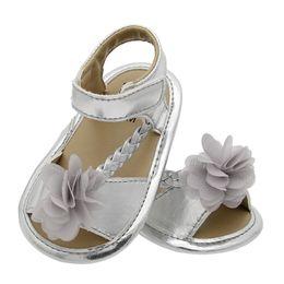 2019 láminas de caucho Hoja de goma suave tejido inferior flores sandalias de bebé verano niños primer caminante zapatos para niños sk616 láminas de caucho baratos