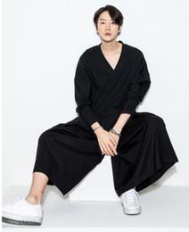 Primavera e verão nova versão coreana do vento gótico maré escuro calças curtas calças largas calças de pernas largas cheap wide leg shorts men de Fornecedores de homens de perna larga