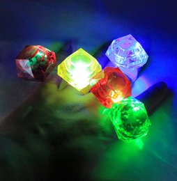 Creative Bar KTV Light Ring Brillante Anillo de diamantes grande Multicolor con 3 botones LR41 Batería LED Anillo de dedo Actividades de la empresa Regalos CY39 desde fabricantes