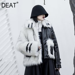Mangas de cuero parka de las mujeres online-[DEAT] Loose Fit Leather empalmado Hit cálido color de la capa Parkas Nueva solapa de manga larga de lana de invierno Mujeres Moda Otoño 2019 13E858