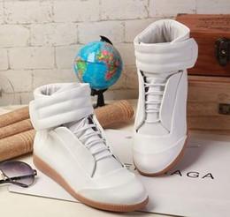 2019 Hohe Qualität Maison Martin Margiela High Top Sneaker Mann Schuhe Herren Walking Flats Schuhe Rot MMM Trainer Kanye West Casual Schuhe 38-46 von Fabrikanten