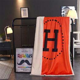 Оранжевый коралловый цвет онлайн-Коврики Оранжевый цвет одеял шерсти ягнят Главная Ежедневно Coral Fleece Blanket Классический H Письмо печати Soft Кондиционер Семейный Лидирующий Textil