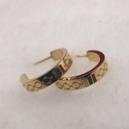 Cartas para joyería online-Top famoso diseñador de la marca medio círculo pendientes verde rojo letras Ear Stud Earring joyas accesorios para mujeres regalo de boda envío gratis