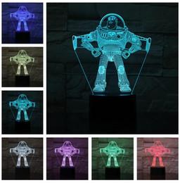 2019 luz de noche astronauta Pixar Ultimate Buzz Mens Cartoon Lightyear Hombre Heroes Hero Película Spaceman Night Light LED 7 Color Astronauta Figura de acción Niños Dormitorio decoración luz de noche astronauta baratos
