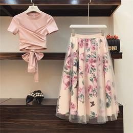 2020 gonne da donna rosa Top in cotone T shirt New 2019 Runway Pink 2 piece set dolce delle donne di Bowknot irregolare Crop + bassa in tessuto floreale di Tulle lungo Gonne Tute C190416 gonne da donna rosa economici