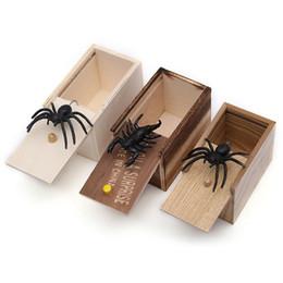 Bromas juguetes complicados online-Sorpresa de silicona Spider Caja de madera Broma divertida Broma Animales Juguetes Terror Tricky Toy Fit Decoraciones para el hogar Nueva llegada 6hb E1