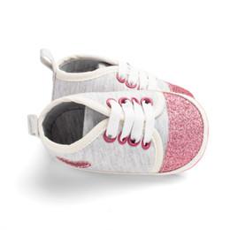 2019 scarpe a forma di piede Bling Shining a forma di cuore in tessuto di cotone bambino scarpe da bambino elastico fascia impostata piede moda dolce neonate scarpe basse poco profonde sconti scarpe a forma di piede