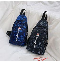2019 сумки для мальчиков Письмо печатные сумки дизайнер плечо сумки посыльного студент подросток мода сумки грудь талии сумки для девочек мальчиков FFA2752 скидка сумки для мальчиков