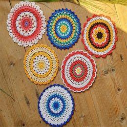 toalha de crochet quadrada Desconto Lote de 12 peças 6 Design ~ Toalhinha de renda Tamanho: 16-17cm Mão padrão de mandala de crochê Toalhinha colorida peça central Mesa Coaster Toalha de mesa Y2Y0015
