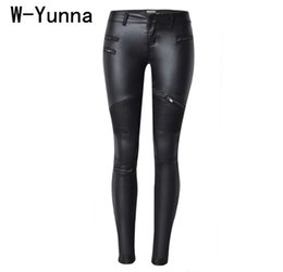 Chiusure lampo ghette nere in pelle online-W-yunna New Fashion imitazione denim sottile leggings per le donne nero moto streetwear pantaloni pieghe cerniere pu pantaloni in pelle Q190416